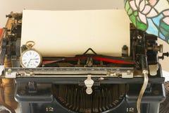 Skrivmaskin på tabellen Fotografering för Bildbyråer