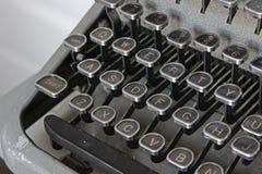 Skrivmaskin - QWERTY svarttangenter Royaltyfri Foto