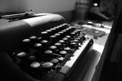 Skrivmaskin - svart- & vitmakro Royaltyfria Foton
