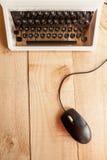 Skrivmaskinen och musen Royaltyfri Fotografi