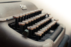 Skrivmaskinshebrén skrivar Arkivbilder