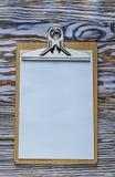 Skrivplattapapper på träbräde Royaltyfri Fotografi