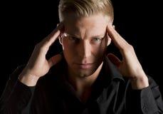 Depresja kluczowy portret patrzeje prosto poważny młody człowiek. Fotografia Royalty Free