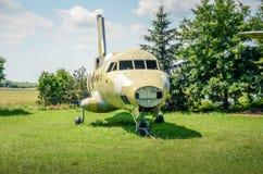 Skrov av det gamla kasserade flygplanet Royaltyfri Fotografi