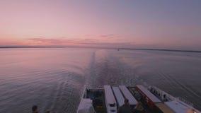 Skrov England - Maj 04 2018: Färjan som lämnar skrovhamnen till Rotterdam arkivfilmer