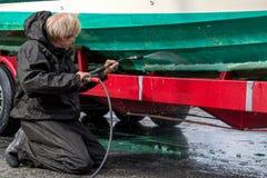 Skrov för fartyg för mantvagning smutsig med tryckpackningen arkivfoto