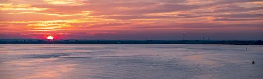 Skrovhamn på solnedgången, England - Förenade kungariket arkivfoto
