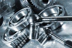 Skruvnycklar med stålmaskindelar Arkivbilder