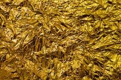 Skrynklig guld- folie Arkivfoto