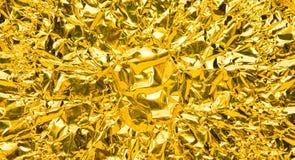 Skrynklig guld- foliebakgrund för bred vinkel Royaltyfri Bild