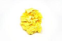 Skrynklig gulingpappersboll Arkivfoto