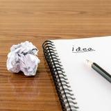 Skrynklig papper och blyertspenna med anteckningsboken Fotografering för Bildbyråer