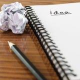 Skrynklig papper och blyertspenna med anteckningsboken Royaltyfria Bilder
