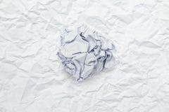 Skrynklig pappers- boll på rynkigt papper Fotografering för Bildbyråer