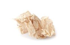 Skrynklig textur för silkespapperpapper på en vit bakgrund Royaltyfri Foto