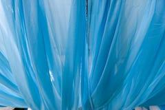 Skrynkliga eller krabba veck för abstrakt bakgrund av tygtextur Arkivfoton