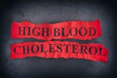Skrynkliga stycken av papper med den höga blodkolesterolen för ord Royaltyfria Foton