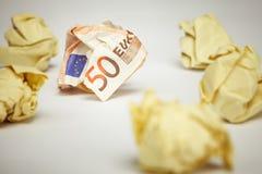 Skrynkligt papper för kontor för euroräkningamound royaltyfri foto