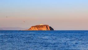 Skryplev wyspa w świetle słonecznym zmierzch w Bosphorus wschodzie blisko Złotej róg zatoki zdjęcie stock