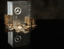 Skrytka z monetami obraz stock