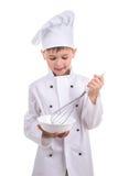 Skrzętna mała kuchenka miesza składniki w specjalnym kucharstwa naczyniu przepis Fotografia Stock