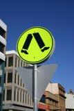 skrzyżowanie jasno znaku żółty Zdjęcia Royalty Free
