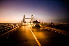 Skrzyżowanie Mactan mostu, Cebu, Filipiny przy zmierzchem obrazy royalty free