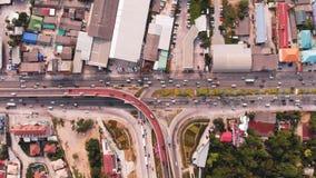 Skrzy?owanie autostrady w obszarze wiejskim od zielonej plantacji od ptaka oka widoku w Tajlandia, odg?rny widok zdjęcie stock