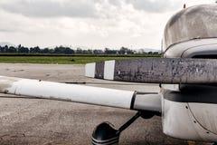 Skrzydło i śmigłowy mały samolot Zdjęcie Royalty Free