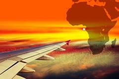 Skrzydło samolot przy zmierzchem zdjęcie stock
