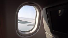 skrzydło samolot w okno okno z siedzeniami na samolocie kabina samolot pasażerska podróż powietrzna zbiory