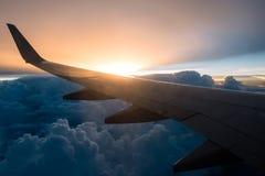 Skrzydło samolot na zmierzchu Fotografia Stock