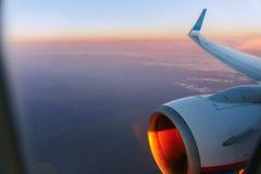 Skrzydło samolot w zmierzchu Fotografia Stock