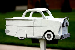 skrzynka pocztowa biały samochód Zdjęcia Stock