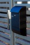 Skrzynka pocztowa na domu ogrodzeniu Obrazy Royalty Free