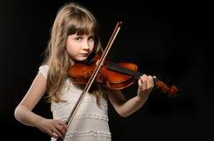 Skrzypaczka bawić się skrzypce zdjęcia royalty free