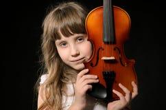 Skrzypaczka bawić się skrzypce zdjęcie royalty free