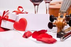 Skrzypce, notatki i czerwone wino, Zdjęcia Royalty Free