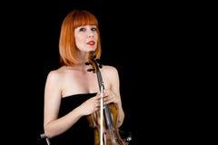 Skrzypcowy gracza mienia skrzypce, kobieta z czerwonym włosy Obraz Stock