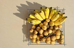 Skugga av bananer och longkong royaltyfria bilder