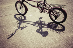 Skugga av cykeln Royaltyfria Bilder