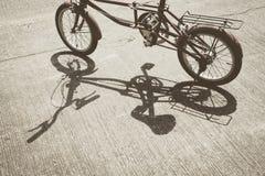 Skugga av cykeln fotografering för bildbyråer