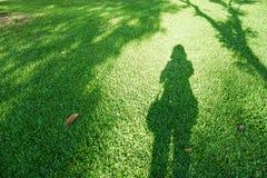Skugga av den ensamma kvinnan Fotografering för Bildbyråer