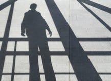 Skugga av en man på trottoaren Royaltyfria Bilder