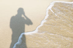 Skugga av fotografen på stranden Royaltyfri Foto