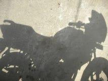 Skugga av mopeden royaltyfri fotografi