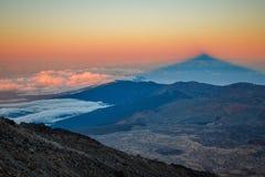 Skugga av Pico del Teide, Tenerife, kanariefågelöar Royaltyfria Foton