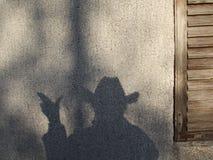 Skugga på en vägg som ser som en cowboy Fotografering för Bildbyråer