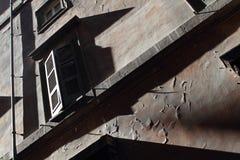Skugga som gjutas mot en byggnadsfasad Royaltyfri Fotografi