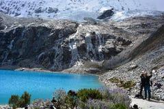 Skugga till sjön 69, i nationalpark för Huascarà ¡ n, Peru Royaltyfria Bilder